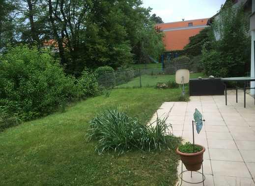 Gepflegte 2-Zimmer-Erdgeschosswohnung mit Balkon und Einbauküche in Bonn