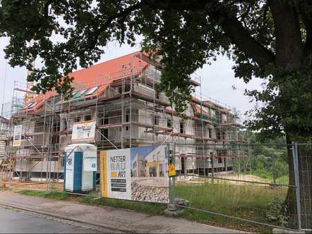Erstbezug mit großer Terrasse sowie eigenem Gartenanteil: schöne 3-Zimmer-Wohnung in Eckersmühlen in Roth (Roth)