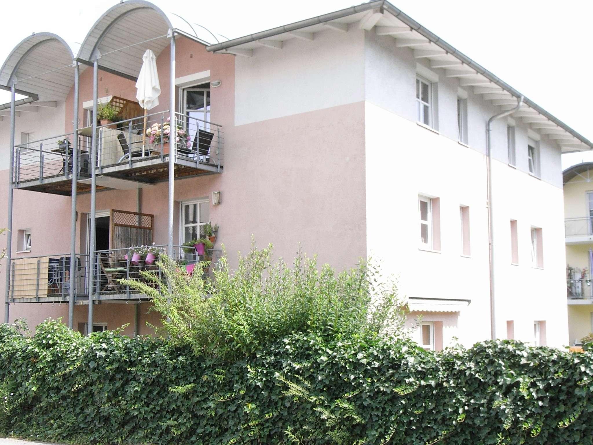 Barrierefreie 4 Zi.-Erdgeschosswohnung mit Einbauküche u. Tiefgaragenstellplatz in West (Landshut)