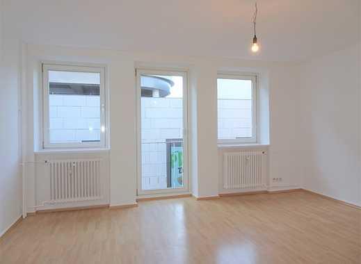 !!! Frisch renovierte 2-Zimmer-Wohnung mit Balkon !!!