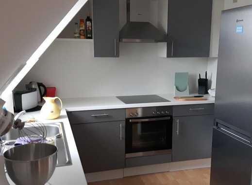 Gemütliche DG-Wohnung mit Einbauküche  - 3 Zimmer - auch für WG
