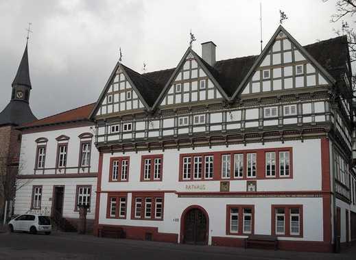 Schön saniertes Ein- bis Zwei-Familien-Fachwerkhaus inkl. Garage mitten im historischen Stadtkern.