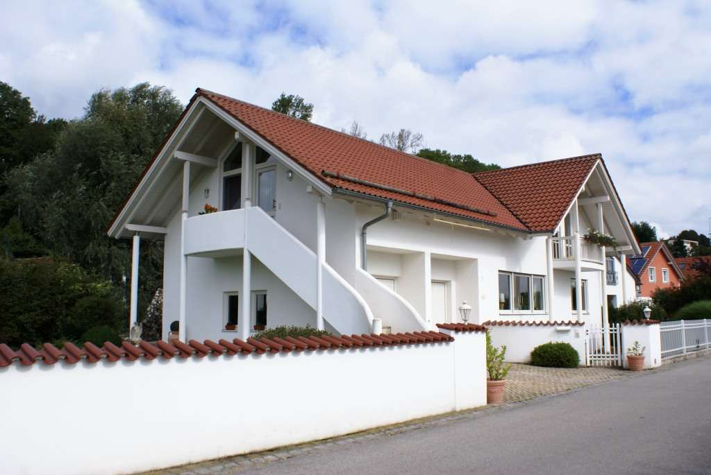 RESERVIERT  Wohnung ca. 150 qm, Garage, Dachterrasse, 2 Balkone, Gartenanteil, Einbauküche, Ankleide