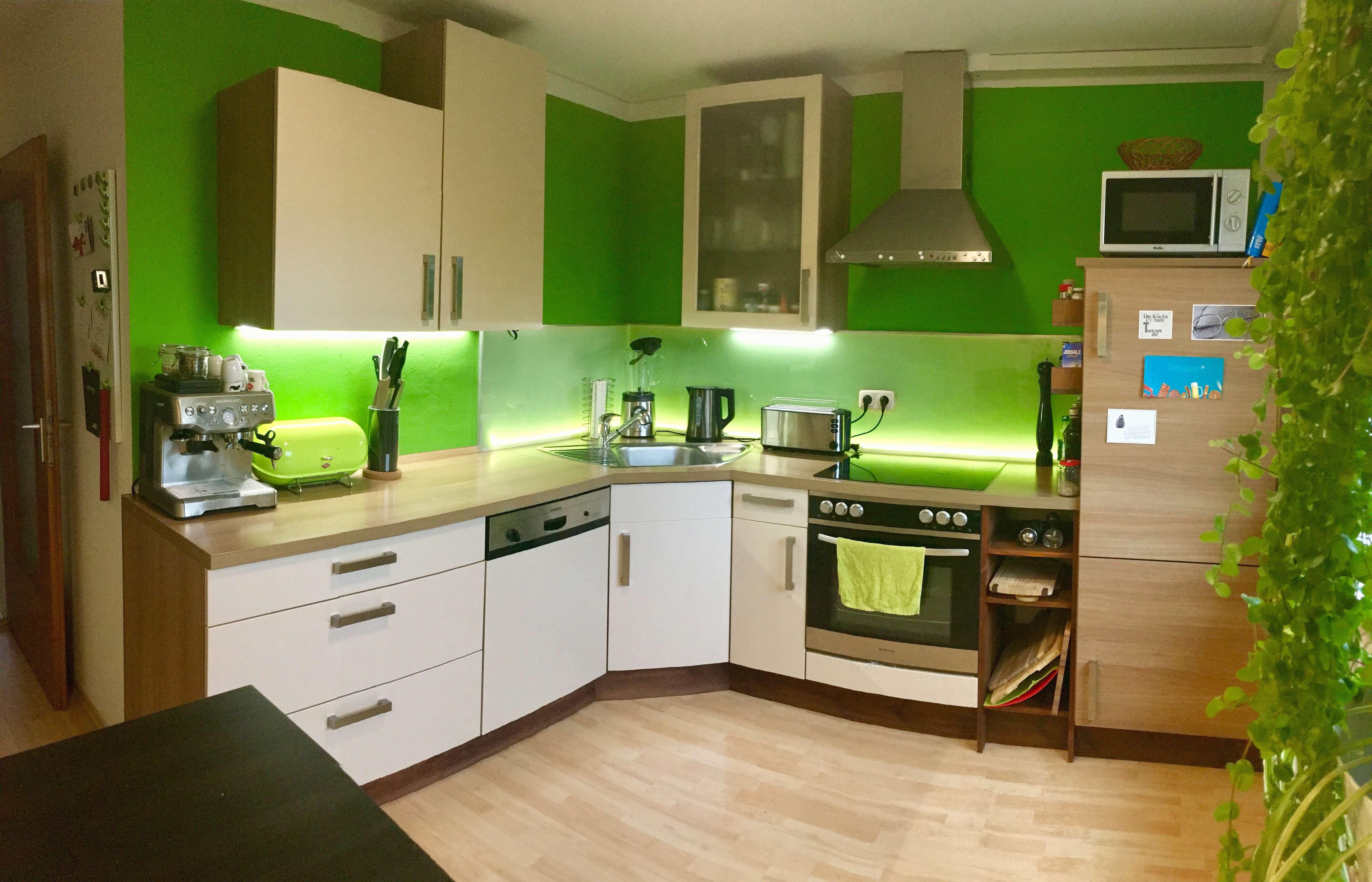 Modernisierte 4-Zimmer-Wohnung mit Balkon und Einbauküche in Augsburg (Haunstetten)