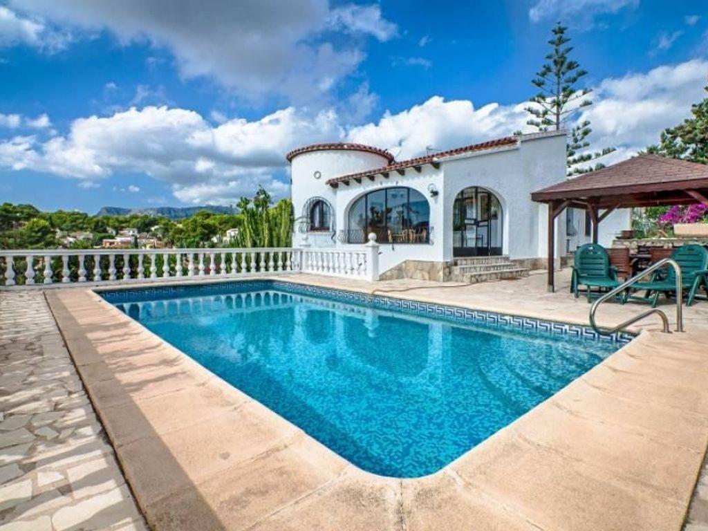 Typisch tradionelle Villa mit 3 Schlafzimmer, Pool und schönen ...