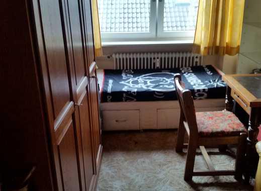 Moosburg, kleines, helles und gemütliches möbliertes Zimmer mit Gemeinschaftsbad für Dame (wegen WG)