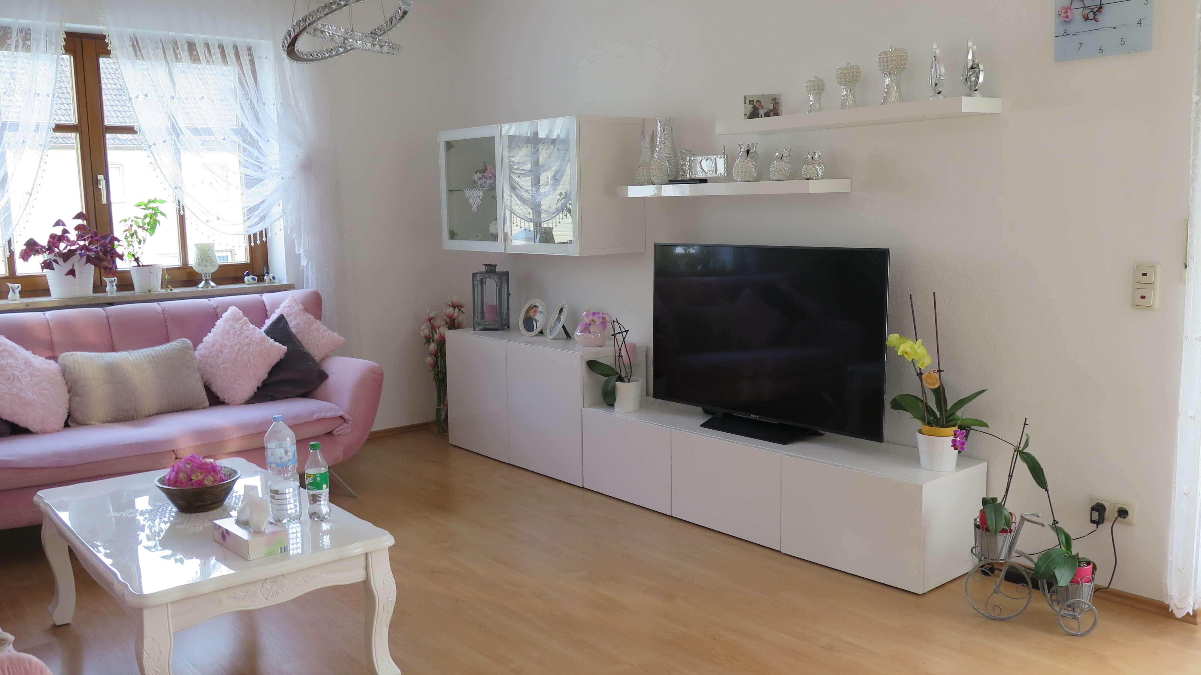 helle ruhige Wohnung in kleiner Wohnanlage