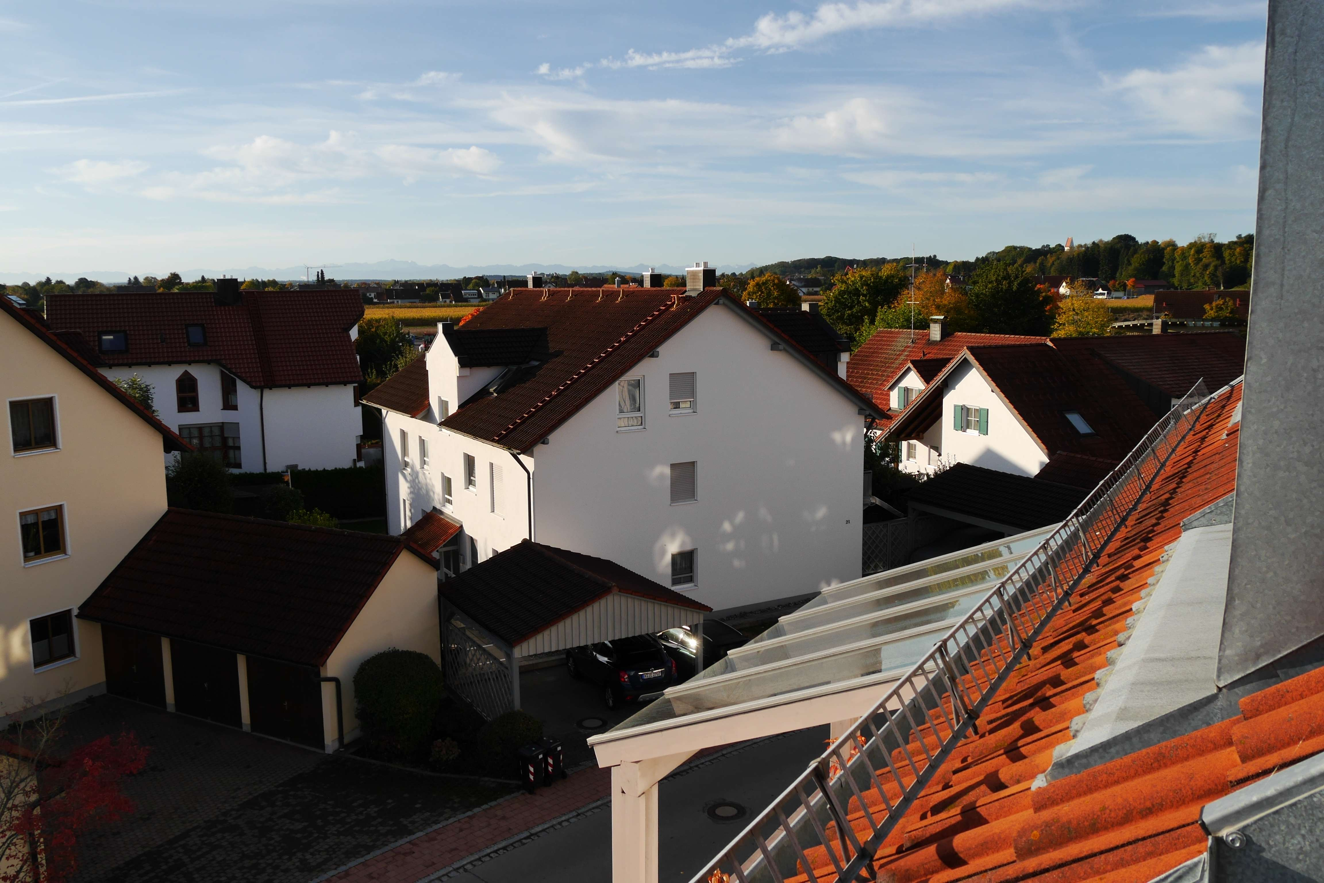 2-Zimmer-DG-Wohnung mit überdachter Loggia und Bergblick in Untermeitingen