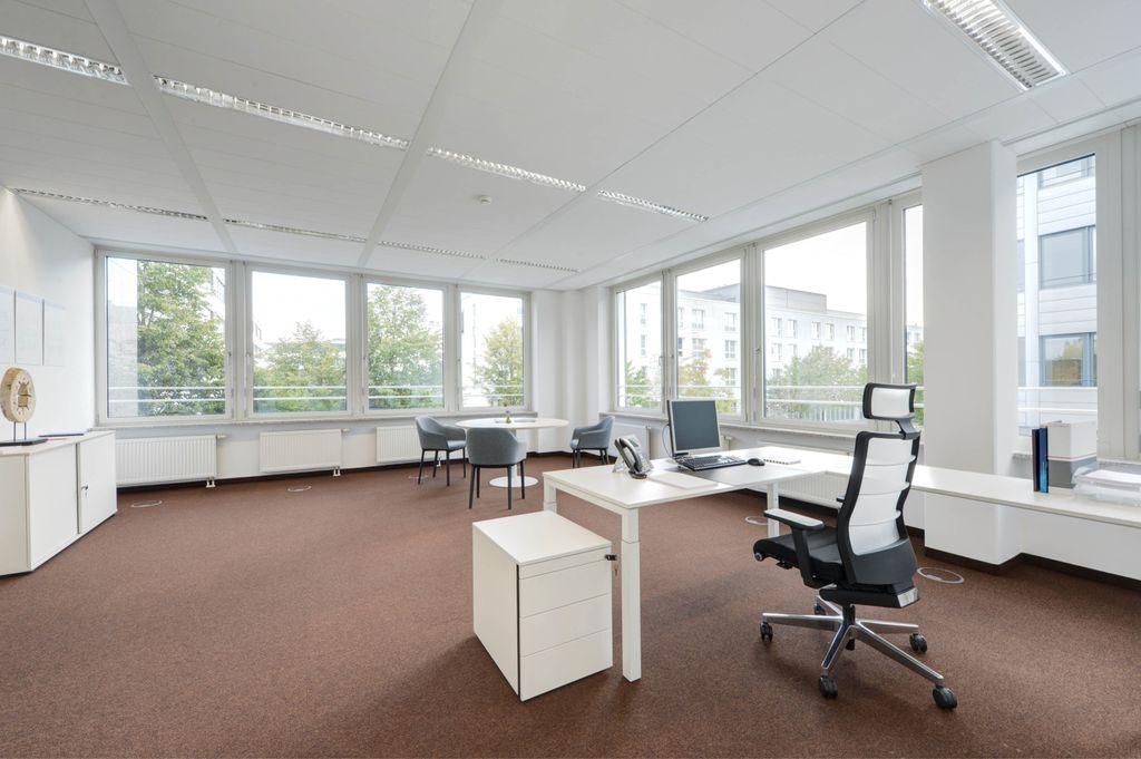 Lichtdurchflutete Büros