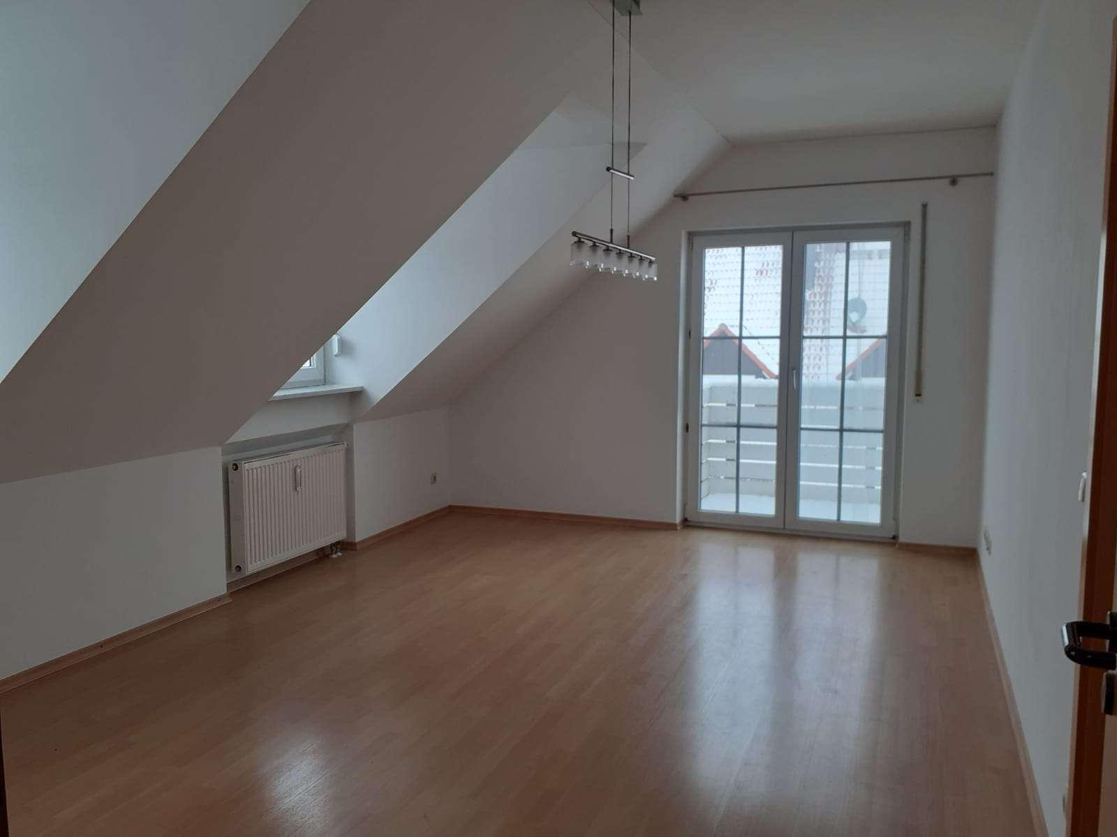 Helle , gepflegte 2-Zimmer-Wohnung mit Balkon und Einbauküche in Niederscheyern in