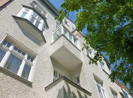 Schöne Dachgeschosswohnung mit saniertem Badezimmer & neuer EBK im gepflegten Altbau in Citylage
