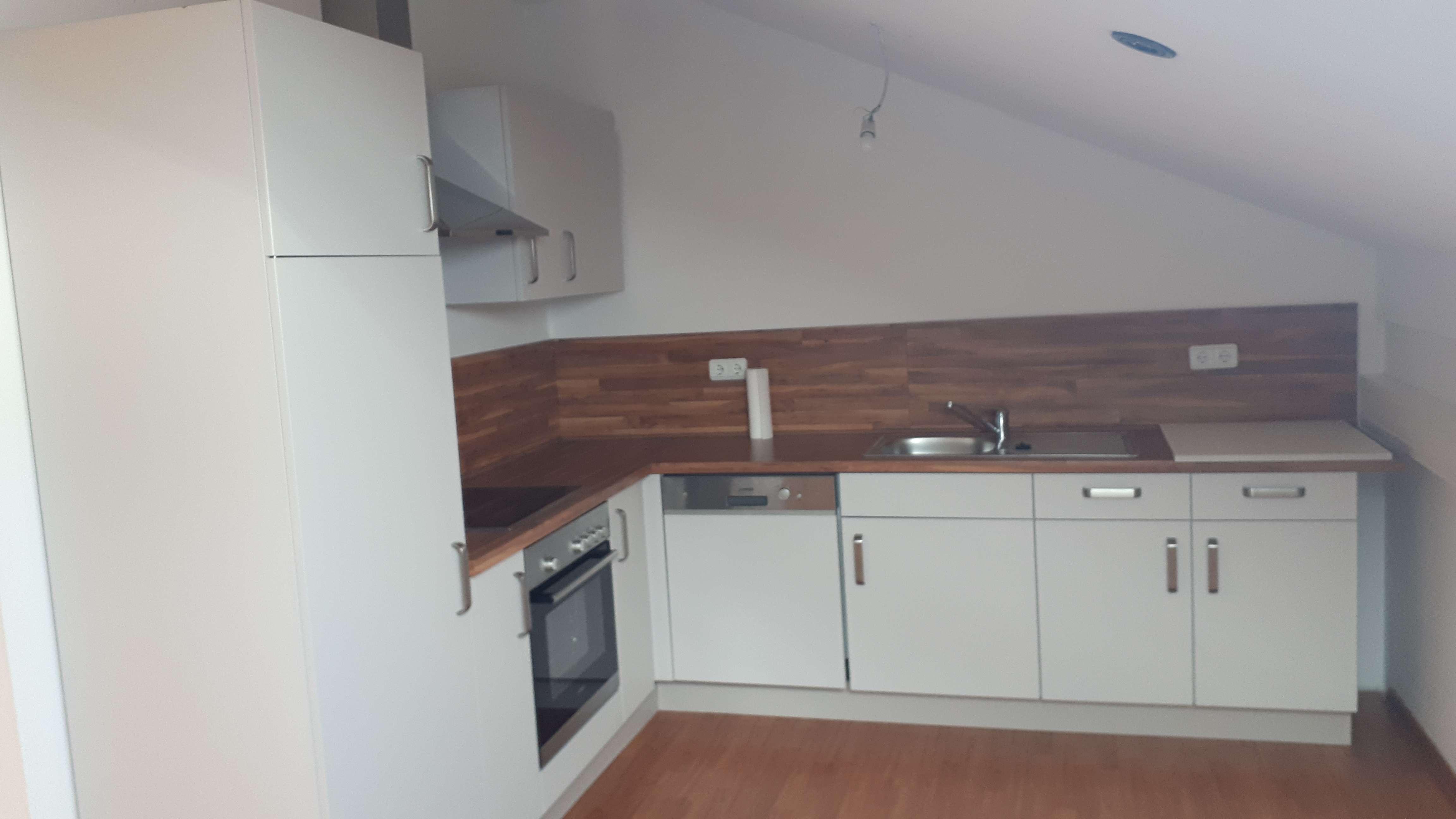 Vollständig renovierte 3-Zimmer-Dachgeschosswohnung mit Einbauküche in Salzweg in Salzweg