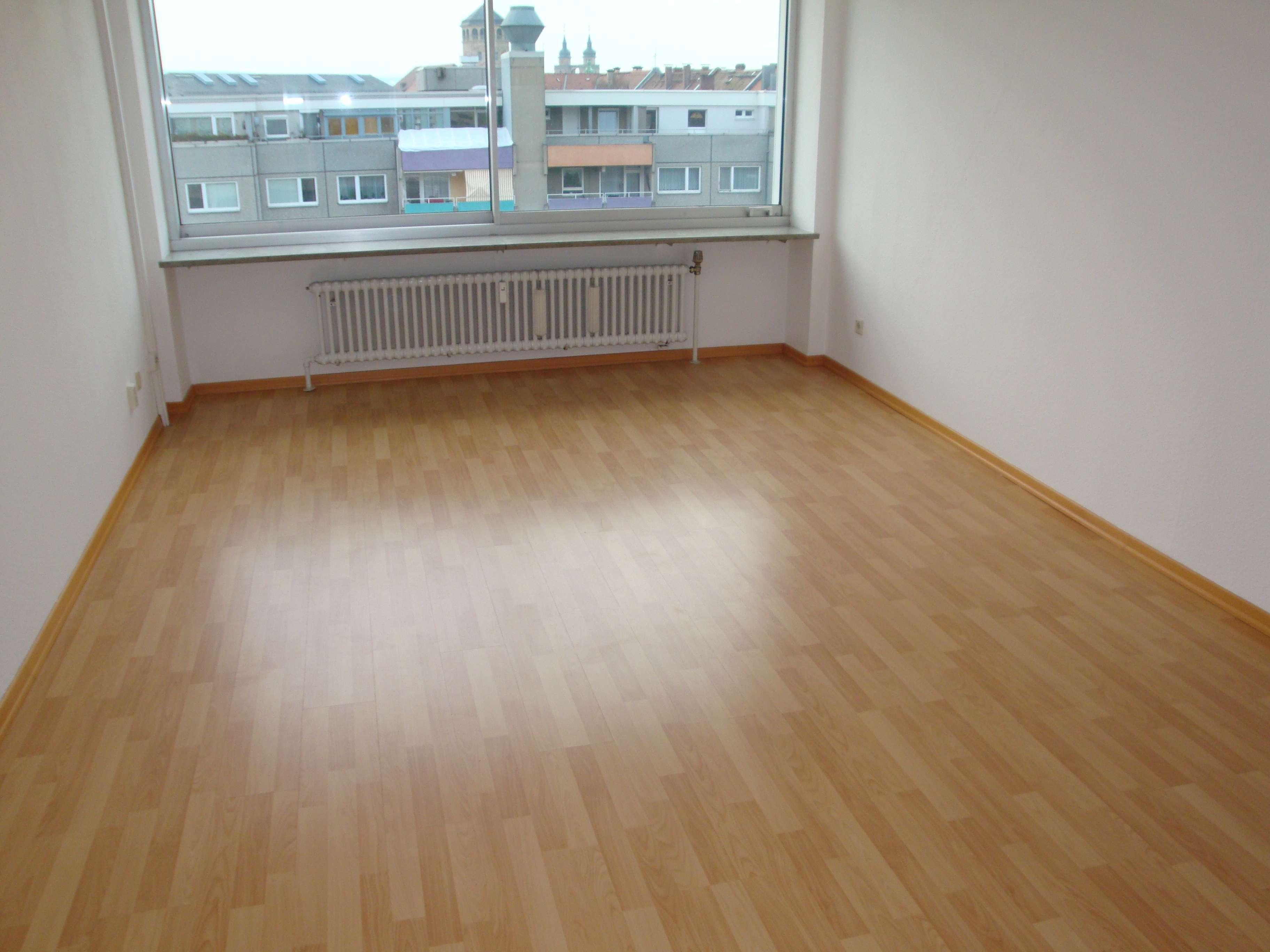 Toplage mit exklusivem Ausblick im Zentrum, 1-Zi.-Wohnung mit Küchenzeile, Wfl. ca. 31 m² in City (Bayreuth)