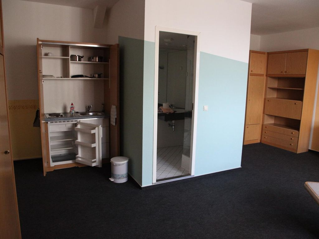 ruhiges 1-Zimmer-Appartment in Burg, möbliert, zentral gelegen