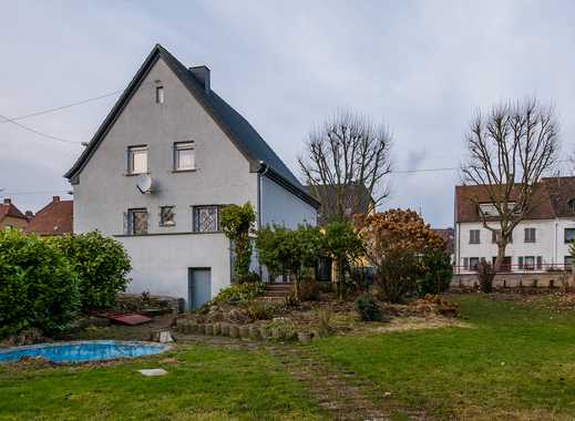 Schönes freistehendes Einfamilienhaus mit Garten in unmittelbarer Stadtnähe