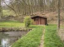 Voll eingezäuntes Grundstück mit Hütte