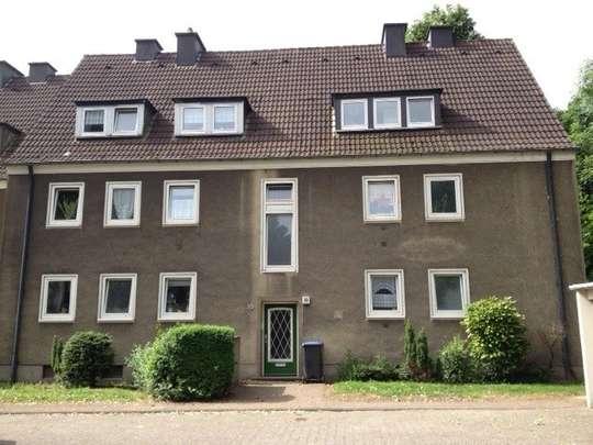 hwg - Gemütliche 3-Zimmer Wohnung mit Tageslichtbadezimmer mit Wanne und Balkon!