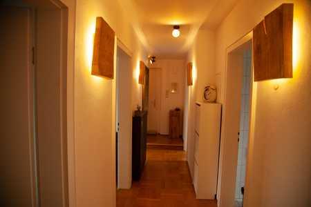 Stilvolle, gepflegte 3-Zimmer-Wohnung mit Balkon und EBK in Unterhaching in Unterhaching