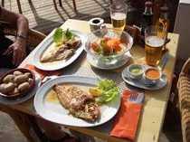 Fischrestaurant in erster Meereslinie