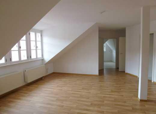 Sehr individuell geschnittene DG-Wohnung mit besonderem Charme