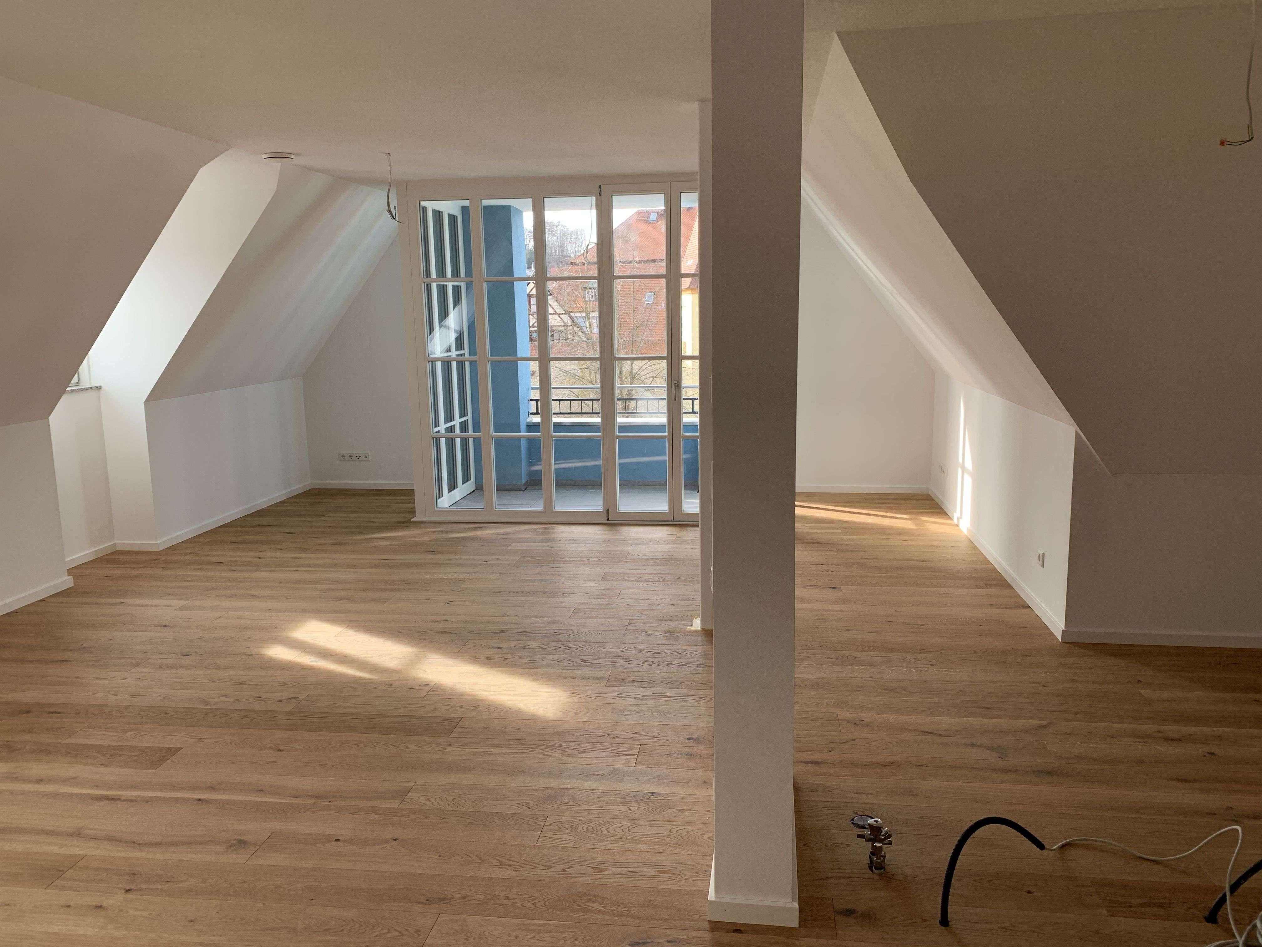 Erstbezug: attraktive 3-Zimmer-DG-Wohnung mit Loggia in Berching in
