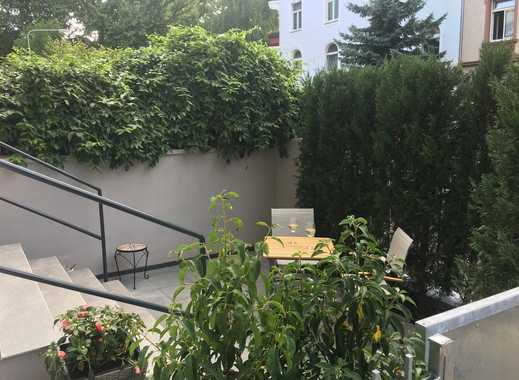 Furnished city apartment with private outdoor patio in the center of Frankfurt!