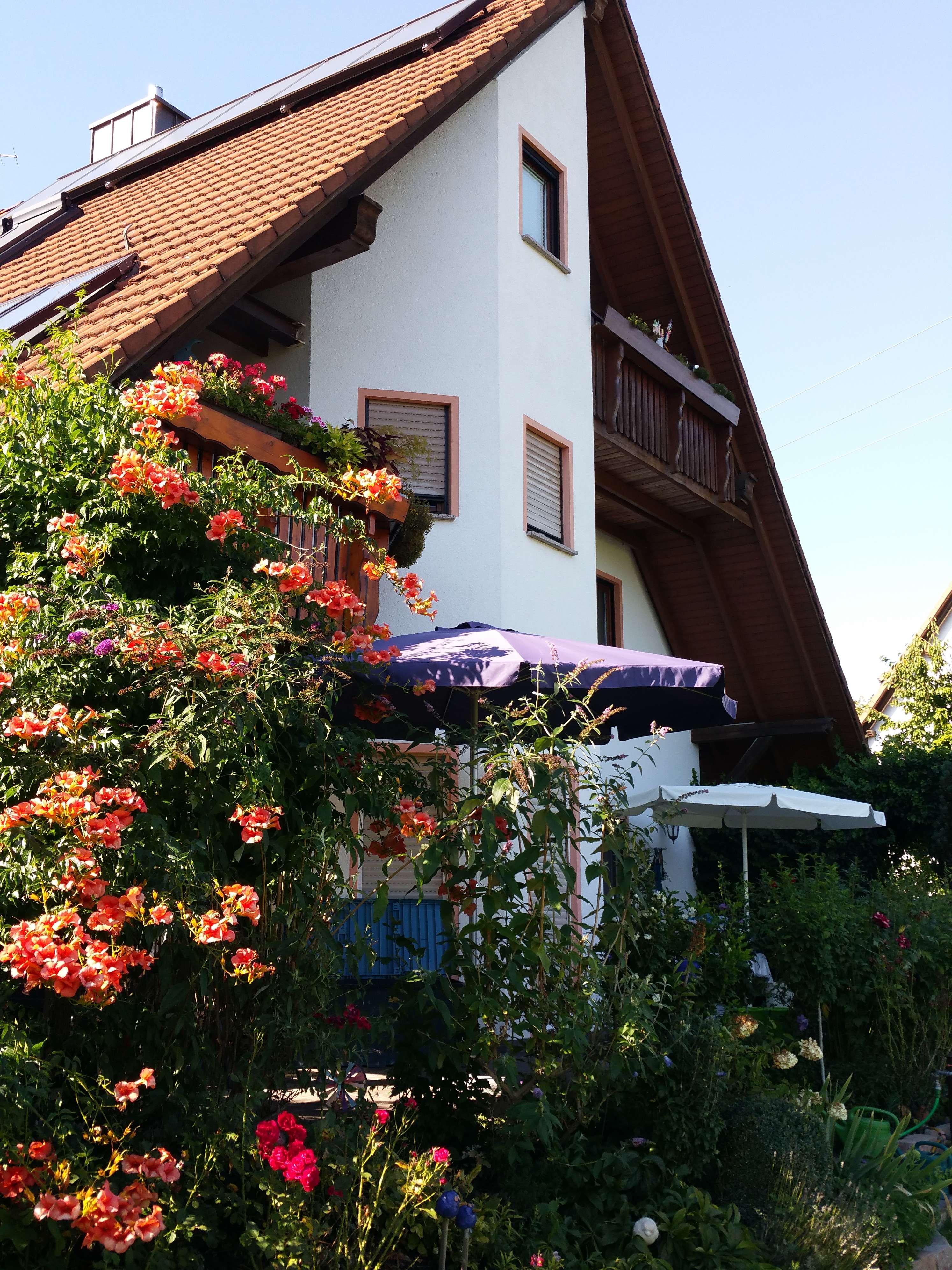 Gepflegte 2,5-Zimmer-Dachgeschosswohnung mit Balkon in Kammerstein in Kammerstein