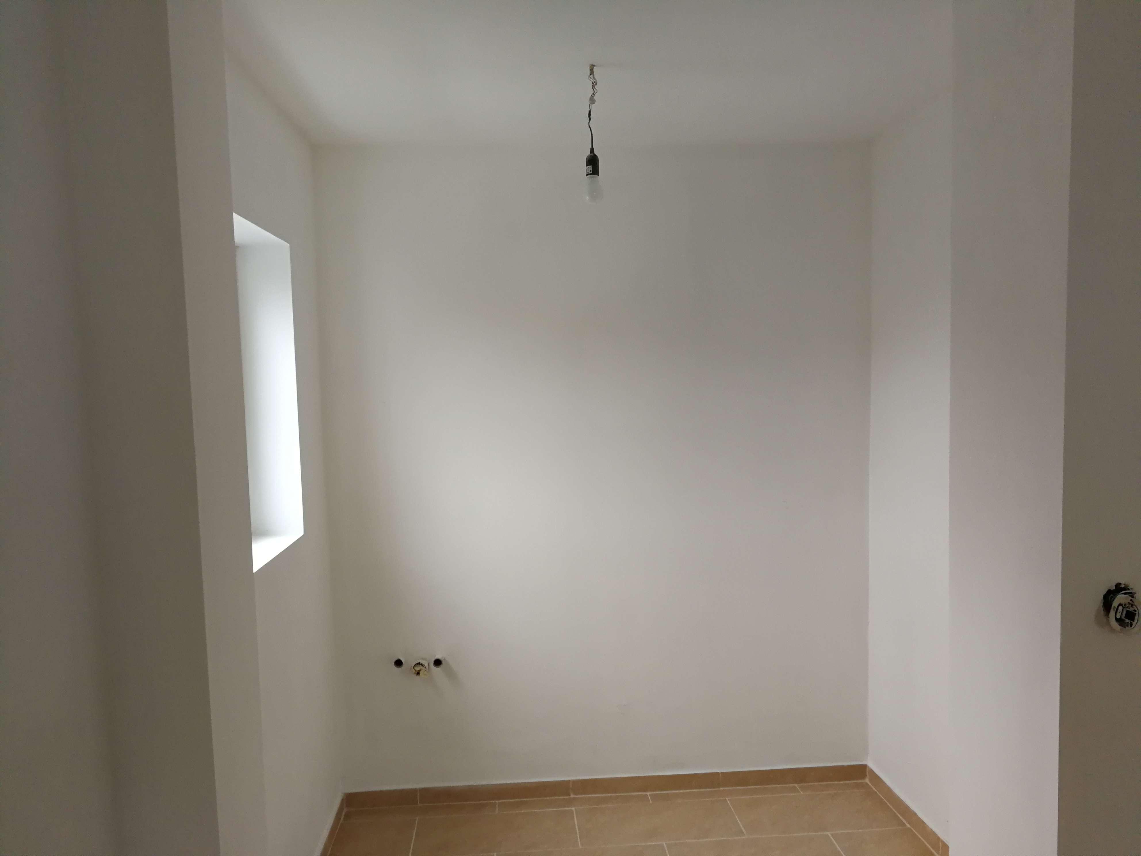 Vollständig renovierte 3-Zimmer-Wohnung  mit Kitchenette und mit Balkon in Hattenhofen-Haspelmoor in Hattenhofen (Fürstenfeldbruck)