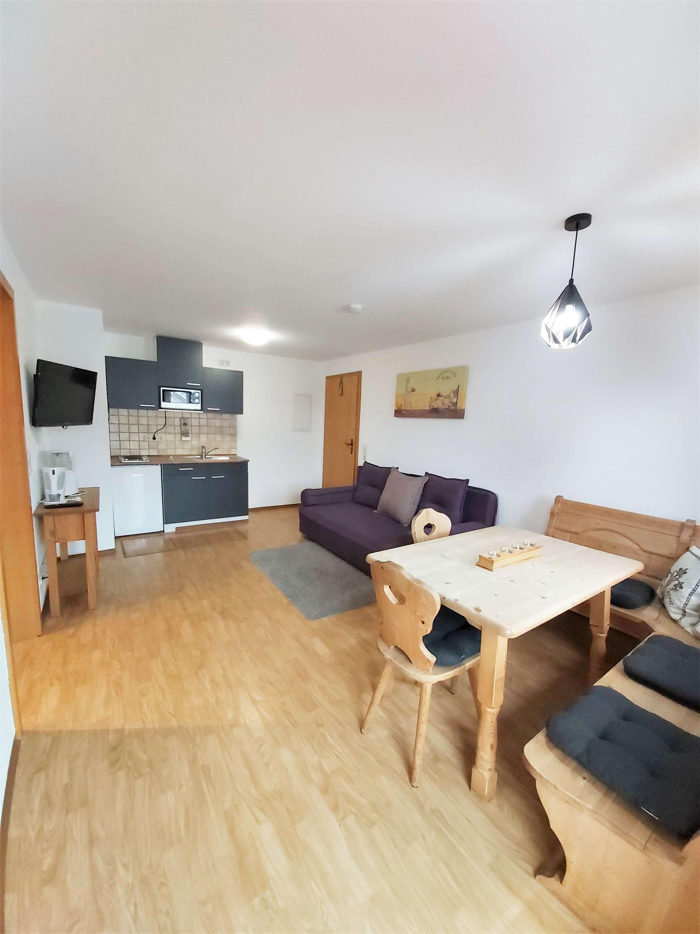 Möblierte 2-Zimmer Wohnung mit 2 Balkonen! Wohnen auf Zeit! in