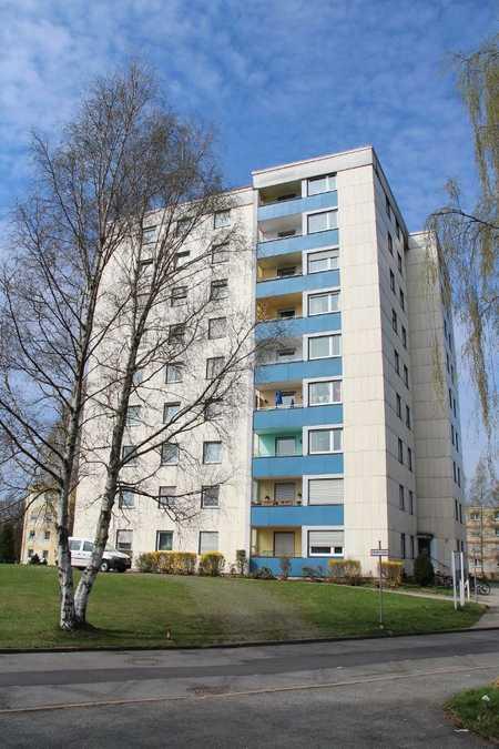 Herrliche Aussicht! Renovierte 3-Zi-Whg. im 3. OG - sozial gebunden in Neustadt bei Coburg