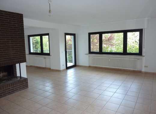 Repräsentative, großzügige Hochparterre-Wohnung mit Balkon, EBK, Garage