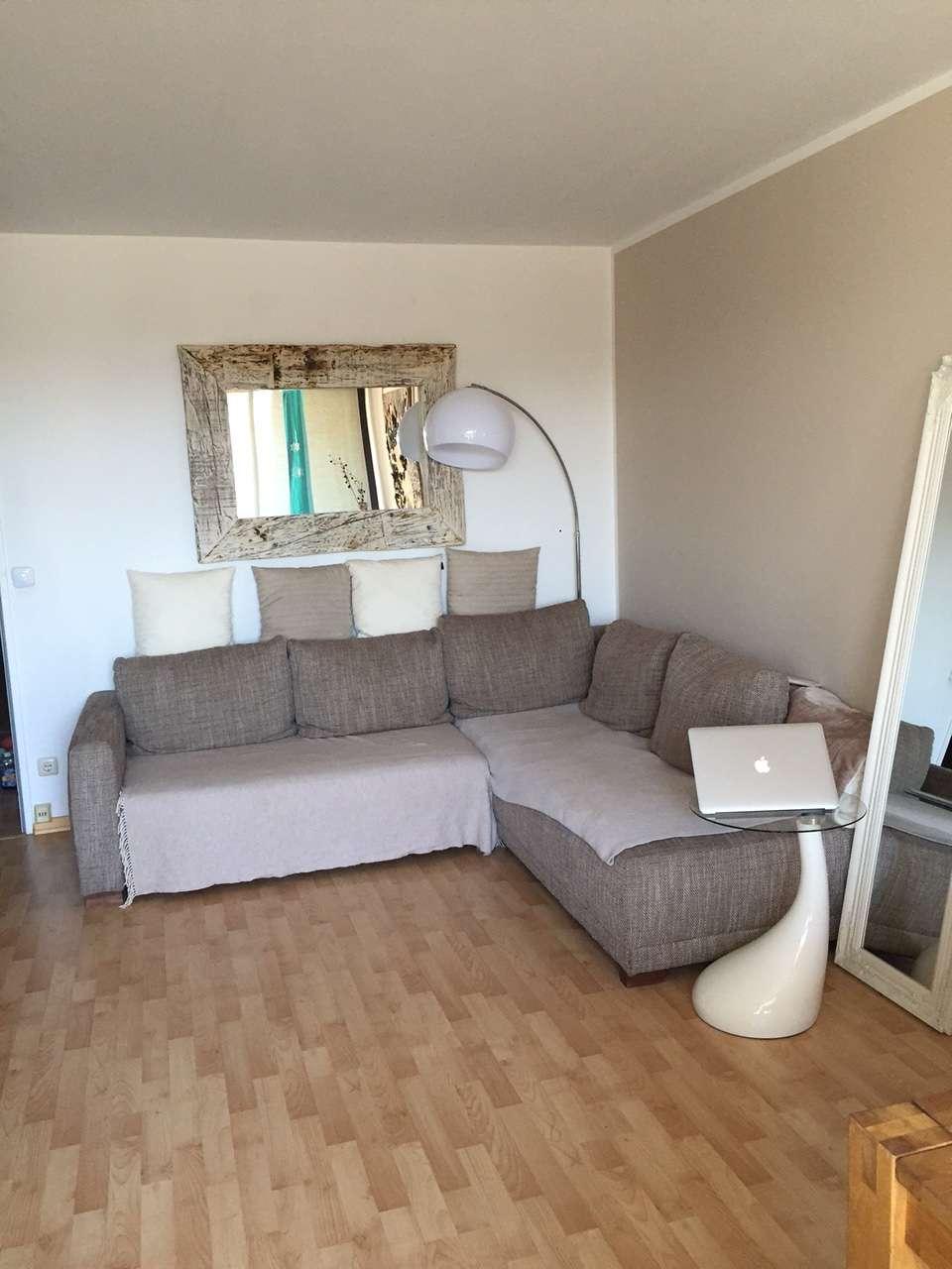 Stilvolle, neuwertige, möbilierte 2-Zimmer-Wohnung mit Balkon und Einbauküche in München Moosach in Neuhausen (München)