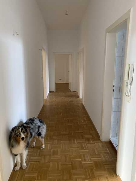 Vollständig renovierte 4-Raum-Hochparterre-Wohnung mit Balkon und Einbauküche in Aschaffenburg in Stadtmitte (Aschaffenburg)