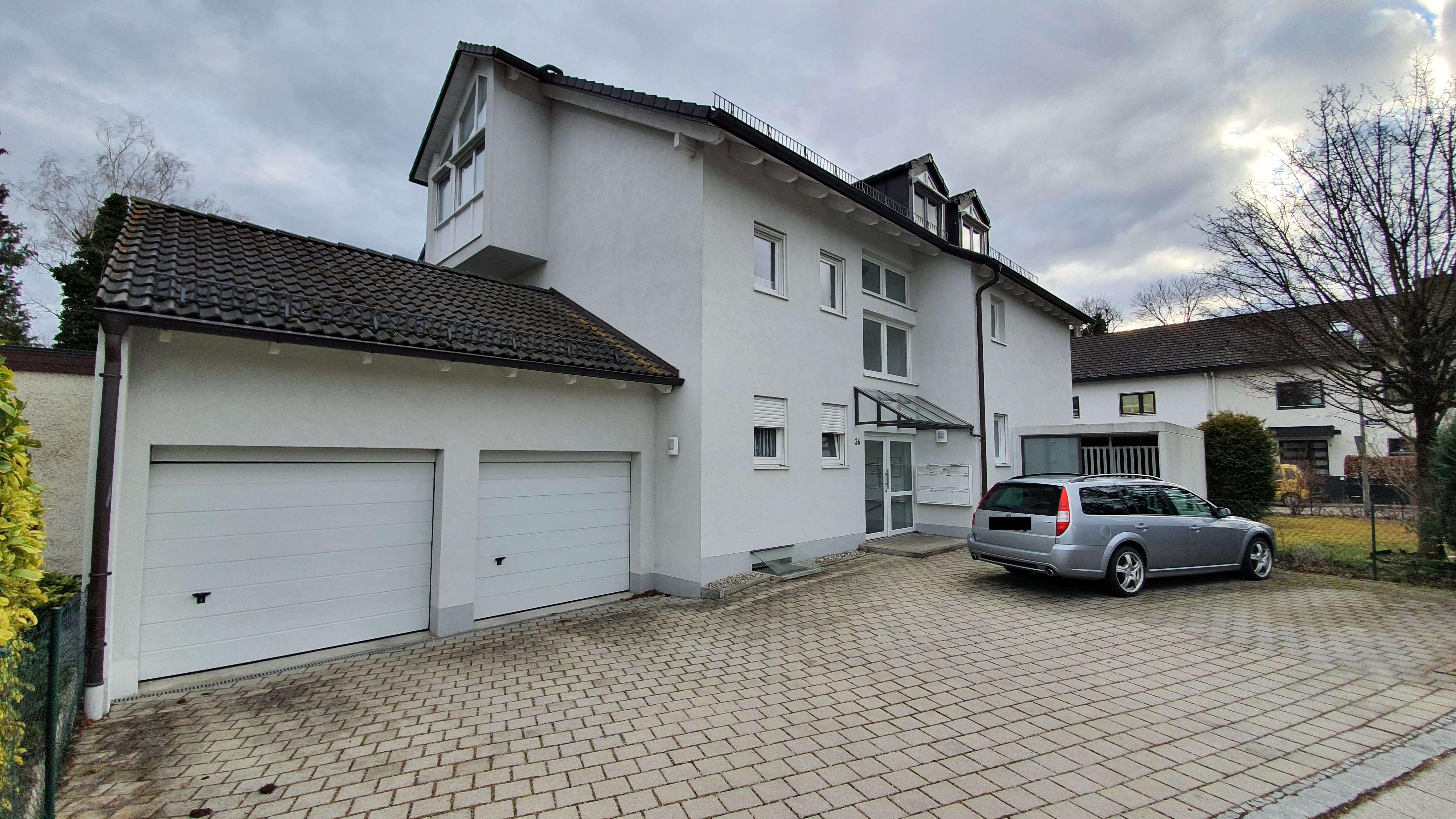 Große, neuwertige Split-Level 2,5-Zimmer-Wohnung mit Südbalkon und Einbauküche in Gröbenzell in Gröbenzell