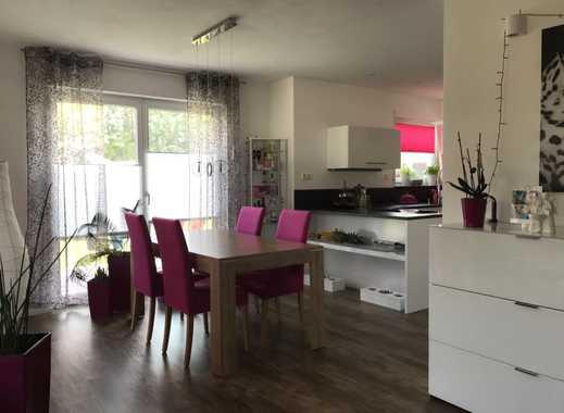 Neuwertige 3,5-Zimmer-Wohnung mit gehobener Ausstattung, großer Terrasse u. Garten sowie Einbauküche