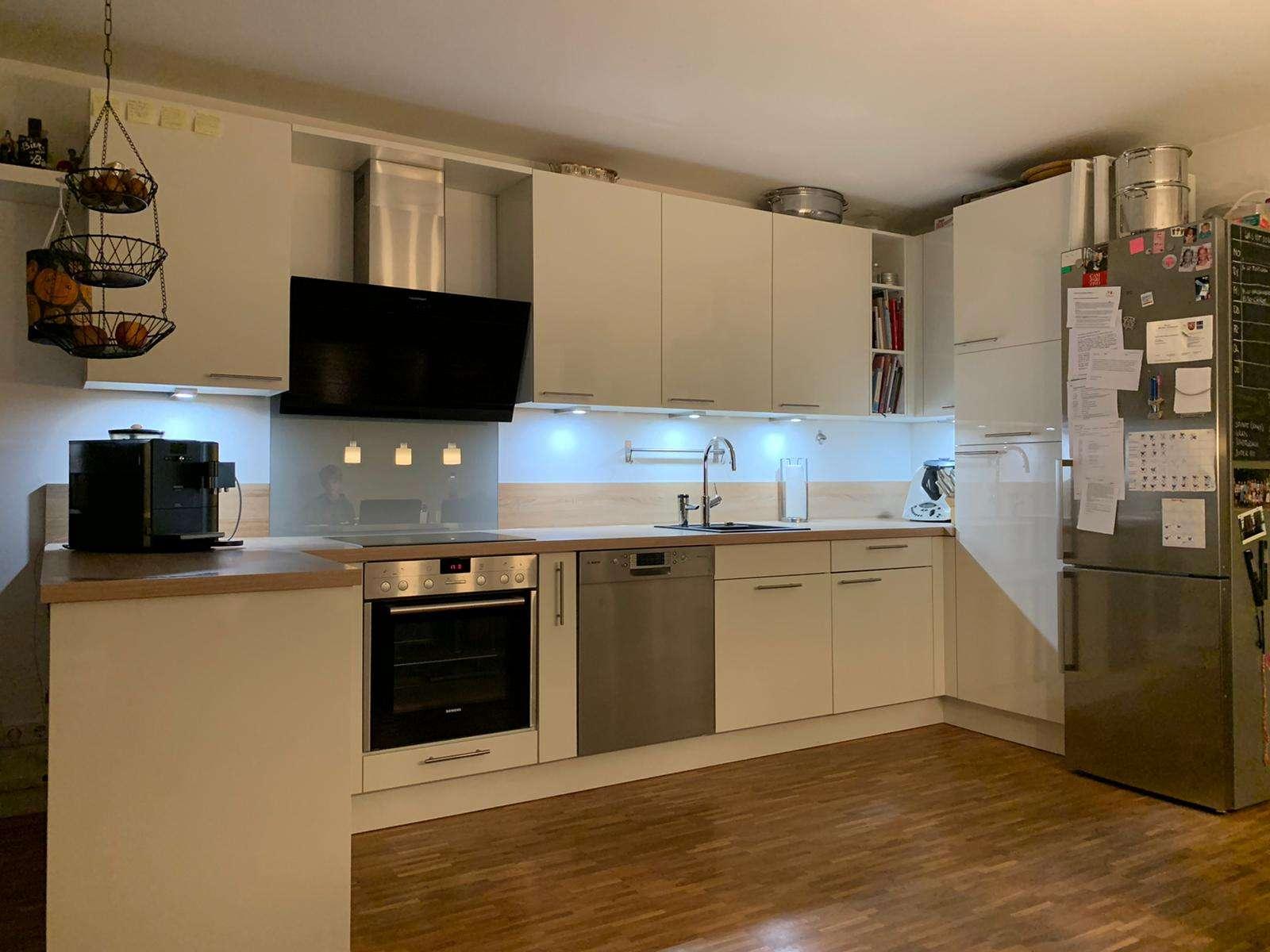 Helle 4-Zimmerwohnung mit Südterrasse, Wohnküche und großem Bad in Markt Schwaben