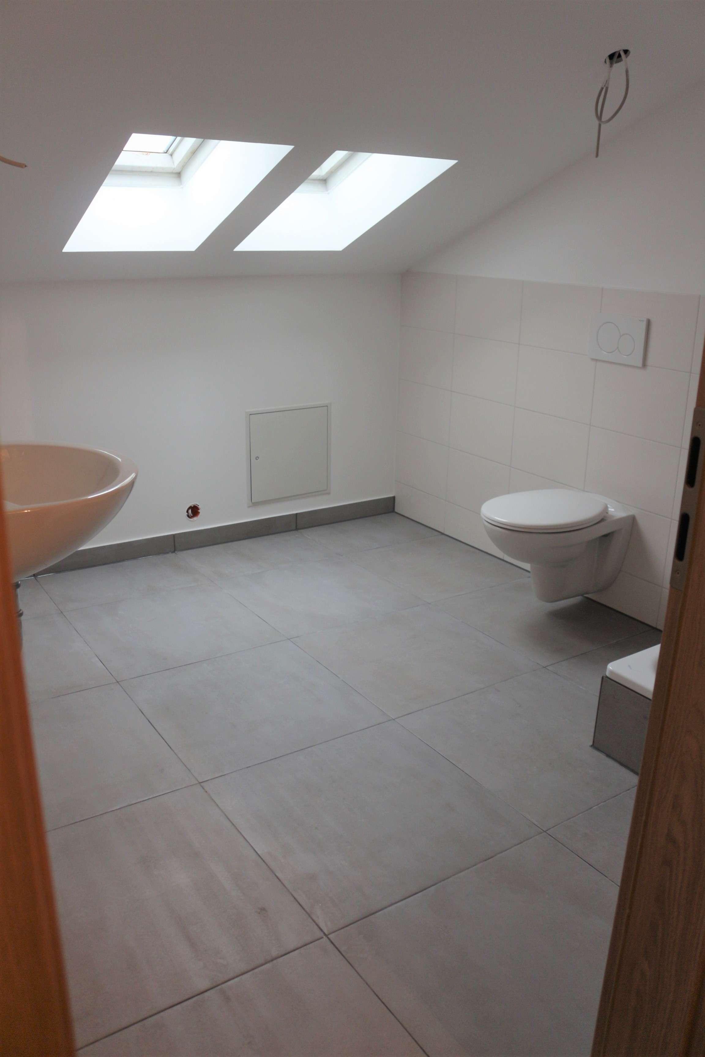 Stilvolle, geräumige und modernisierte 1-Zimmer-DG-Wohnung in Böhmfeld in