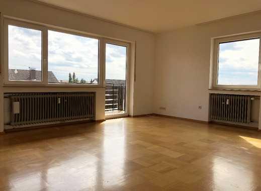 Helle großzügig geschnittene renovierte 4-Zimmer-Wohnung mit Balkon in Hohenmemmingen