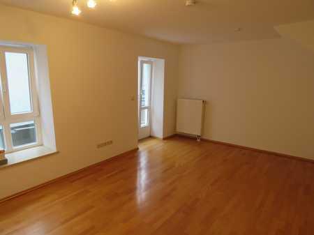 Exklusive, vollständig renovierte 1-Zimmer-Wohnung mit Balkon und Einbauküche in Deggendorf in Deggendorf