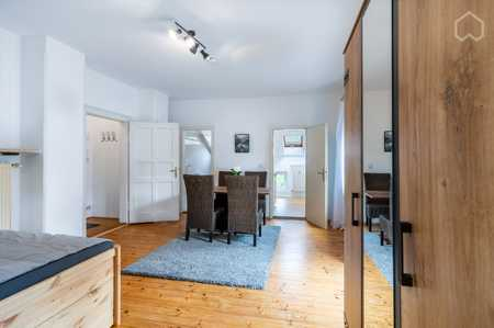 Möbliert: Geräumiges Apartment mit großer Terrasse nahe München in Planegg