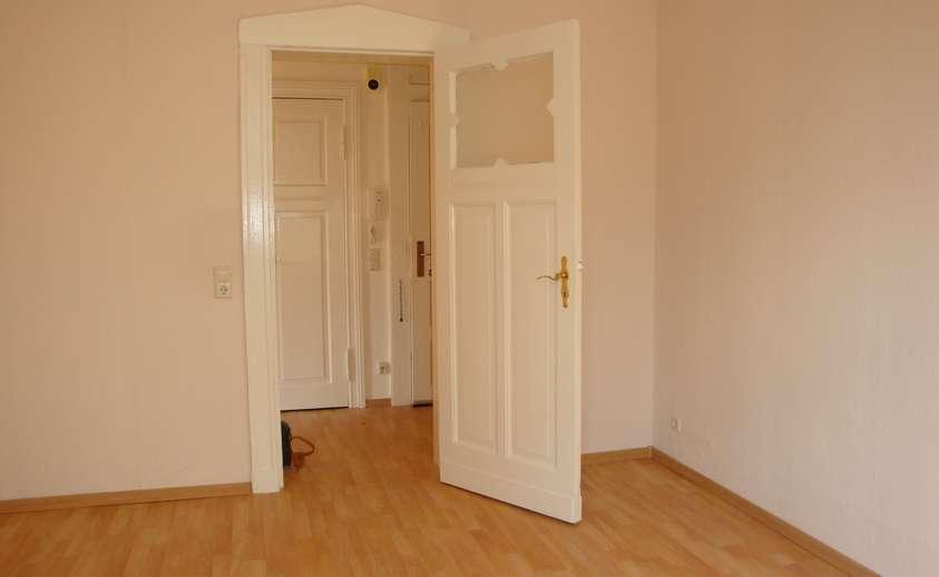 Wohnzimmer mit Blick in Flur