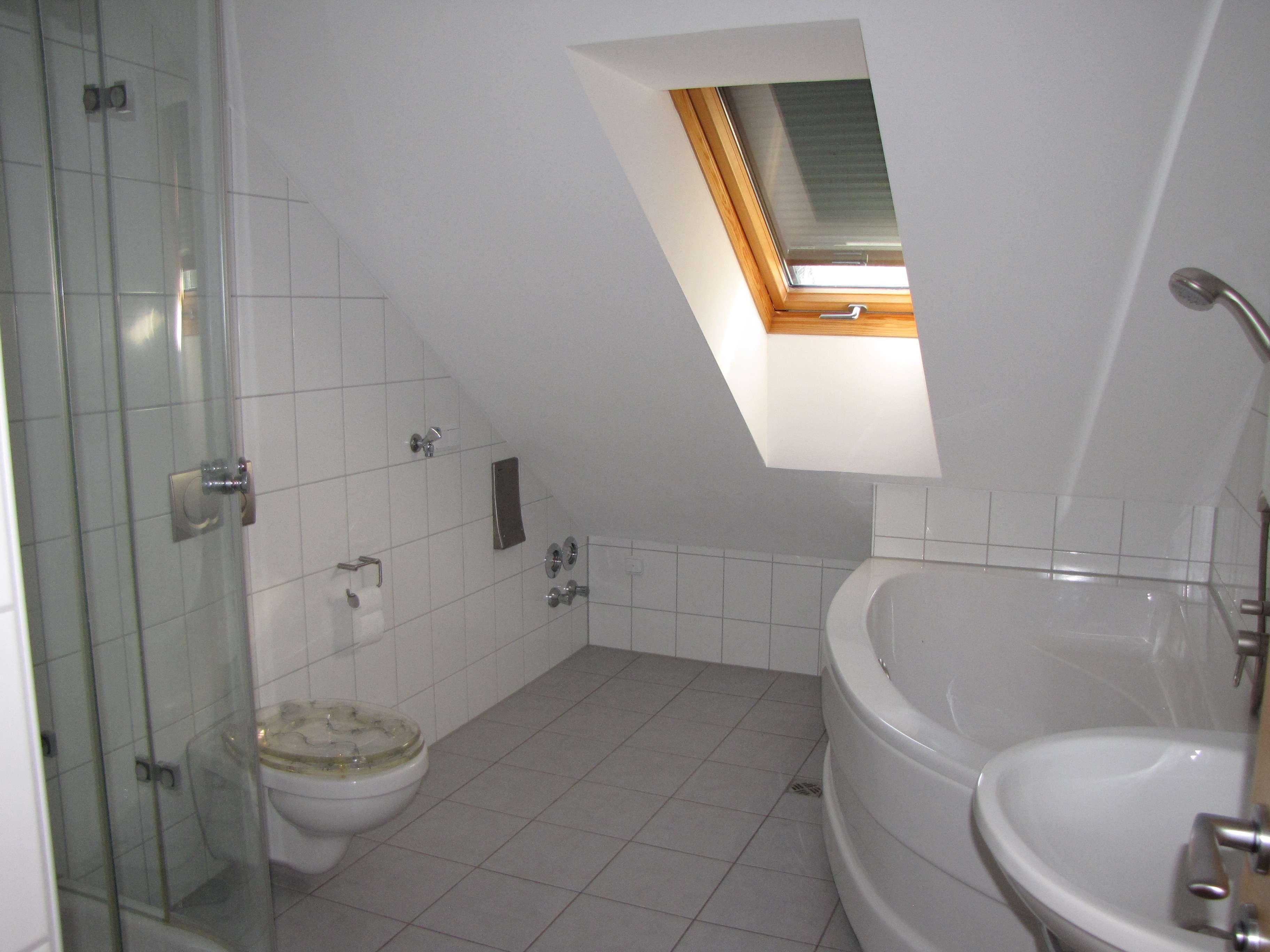 4-Zimmer-Dachgeschosswohnung mit Balkon und EBK in Spalt in