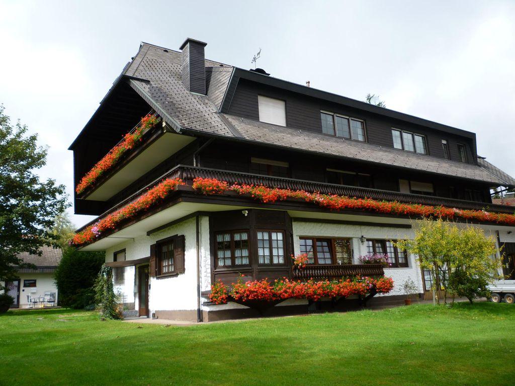 helles 1 zimmer appartement und 2 zimmer wohnung kosten ab euro 240 kalt und 120 nk. Black Bedroom Furniture Sets. Home Design Ideas