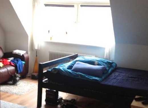Mitten in Lübecks Innenstadt: Zimmer in einer 2er-WG