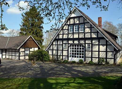 Doppelfachwerkkotten mit Doppelgarage und großem Garten in Ortsrandlage von Bramsche Ueffeln