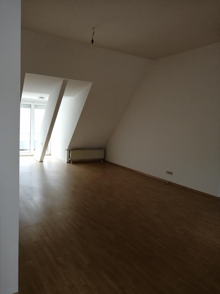 Gepflegte 3-Zimmer-DG-Wohnung mit Dachterrasse in Straubing in