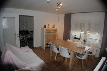 Vollständig renovierte Wohnung mit sechs Zimmern inkl. Balkon und EBK in Creußen in Creußen