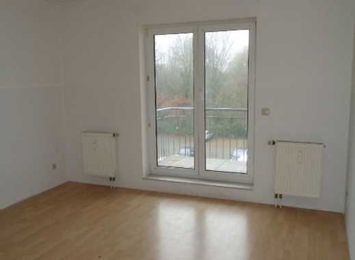 Schöne 3 ZKB mit offenem Küchen-/Wohnbereich und Balkon, Einstellplatz (optional)