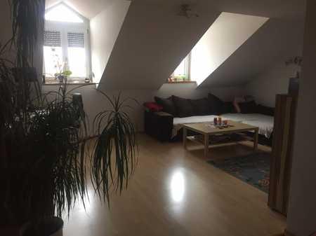 Drei Zimmer DG-Wohnung ohne Balkon in Holzkirchen Nähe Bahnhof in Holzkirchen (Miesbach)