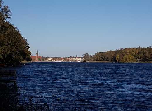 Großes Wassergrundstück mit Bootshaus und Neubaupotential !